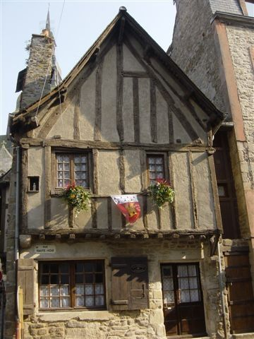 904b9610284aa198c52d06c85af7fb3f--tudor-architecture-medieval-town.jpg